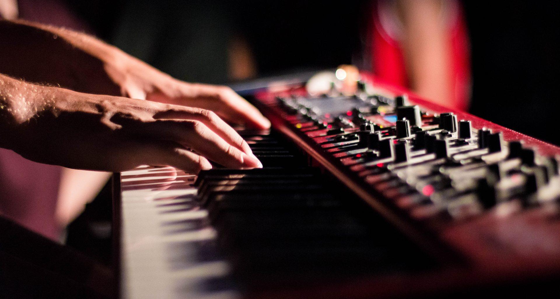 Фриланс для музыкантов: как писать музыку под заказ
